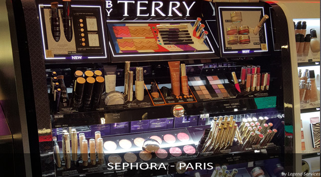 Installation présentoir maquillage Terry - Paris (par Legend Services, expert en pose de PLV)